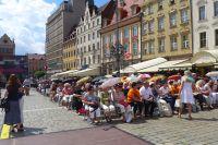 Tłumy czekające na spotkanie z Danutą Wałęsą