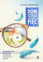 """Okładka książki pt. """"Dom numer pięć"""""""